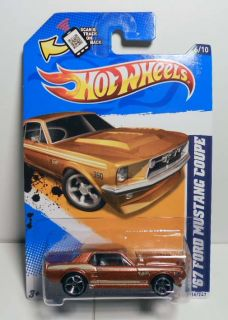 HOT WHEELS 2012 #116 MUSCLE MANIA FORD 67 FORD MUSTANG COUPE MINT ON